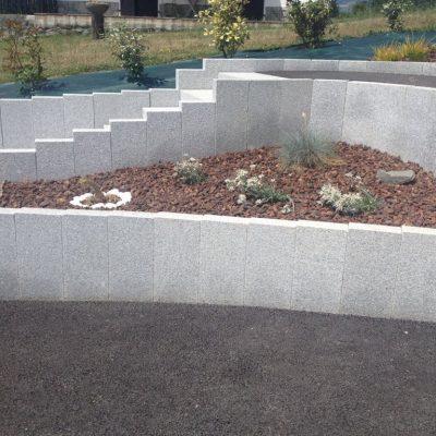 Muret en balustres granit gris clair chez un particulier à Annecy, 74000
