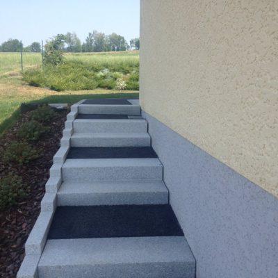 Escalier en blocs granits gris clair et palier en dalles granit