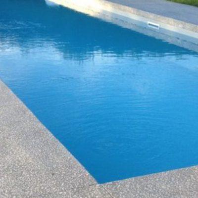 Plage de piscine en béton poncé chez un particulier à Naves-Parmelan, 74370
