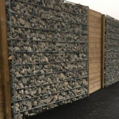 Mur pare vue en gabions et claustra bois pour une opération immobilière à Rumilly, 74150